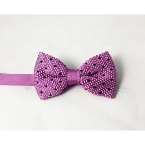 Rózsaszínes lila alapon sötétkék mintás kötött selyem csokornyakkendő