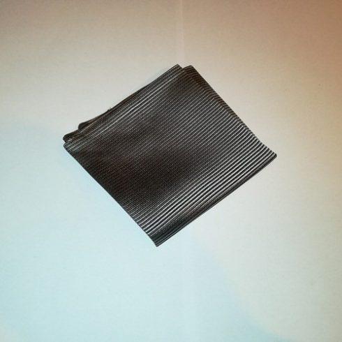 Ezüstszürke alapon fekete csíkos selyem díszzsebkendő