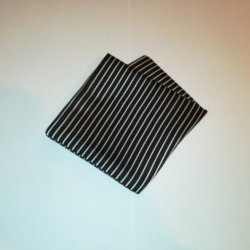 Fekete alapon fehér csíkos selyem díszzsebkendő