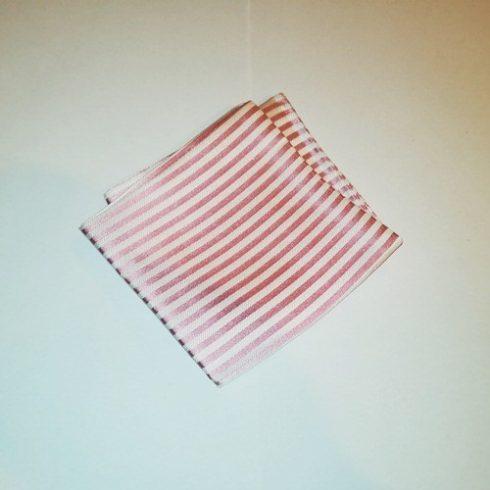 Fehér alapon rózsaszín csíkos selyem díszzsebkendő