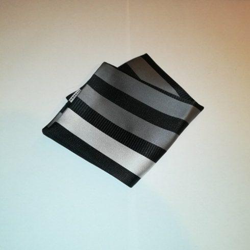 Fekete alapon sötétszürke és világosszürke csíkos selyem díszzsebkendő