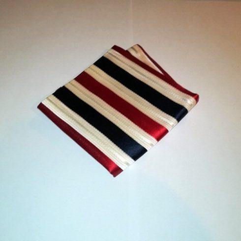 Sötétkék alapon piros és törtfehér csíkos selyem díszzsebkendő