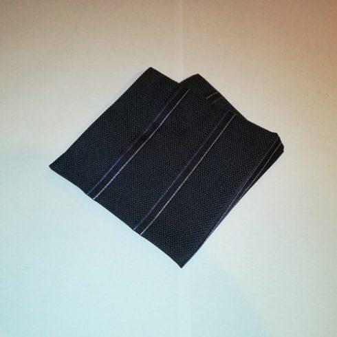 Fekete alapon világoskék és kék csíkos selyem díszzsebkendő