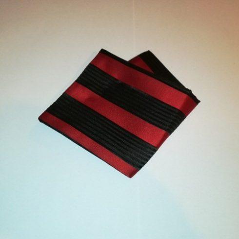 Fekete alapon piros csíkos selyem díszzsebkendő