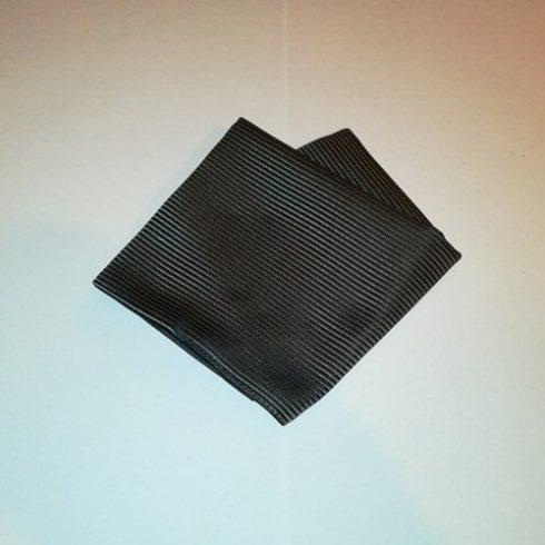 Sötétszürke alapon fekete csíkos selyem díszzsebkendő