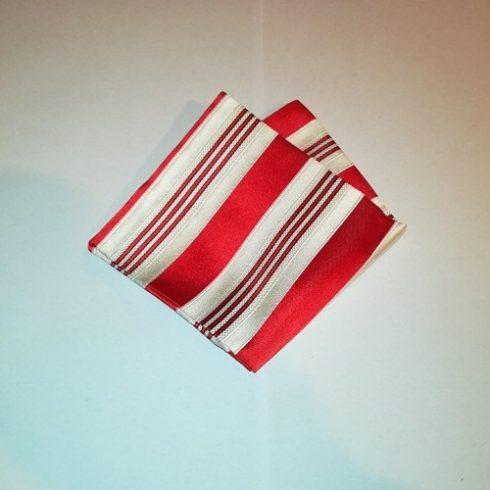 Törtfehér alapon piros csíkos selyem díszzsebkendő