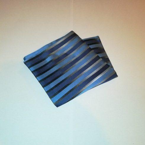 Szürke alapon kék és sötétkék csíkos selyem díszzsebkendő