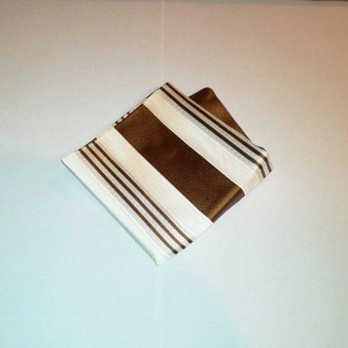Törtfehér alapon csokoládébarna csíkos selyem díszzsebkendő