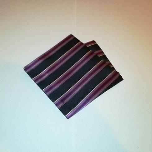 Sötétkék alapon lila és fehér csíkos selyem díszzsebkendő