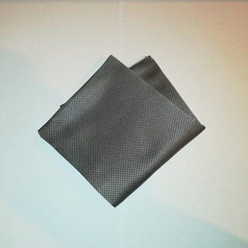 Ezüstszürke alapon fekete mintás selyem díszzsebkendő