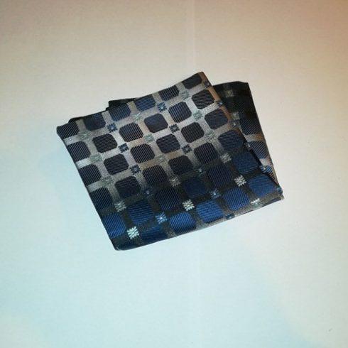 Kék alapon szürke, világoskék és kék mintás selyem díszzsebkendő
