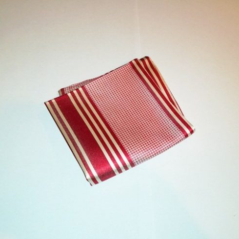Piros alapon fehér mintás selyem díszzsebkendő
