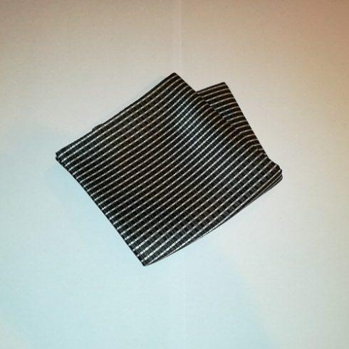 Fekete alapon szürke mintás selyem díszzsebkendő