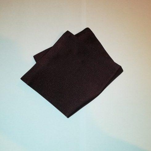 Fekete alapon bordó mintás selyem díszzsebkendő