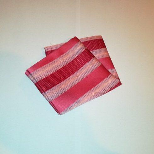 Rózsaszínes piros alapon kék, sárga és bordó mintás selyem díszzsebkendő