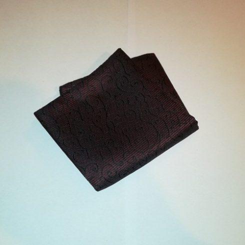 Sötétbordó alapon fekete mintás selyem díszzsebkendő