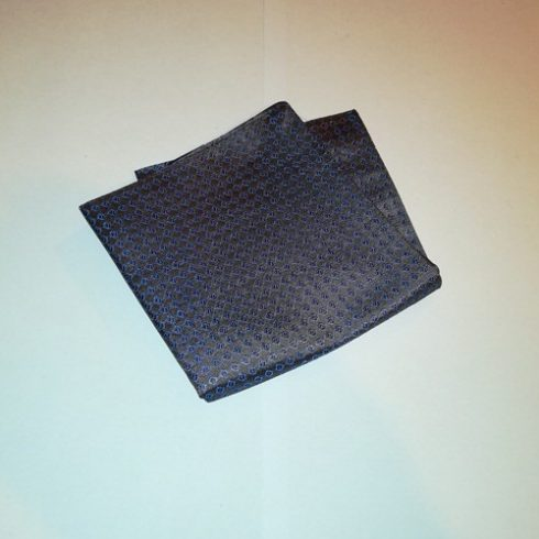 Barna alapon kék mintás selyem díszzsebkendő