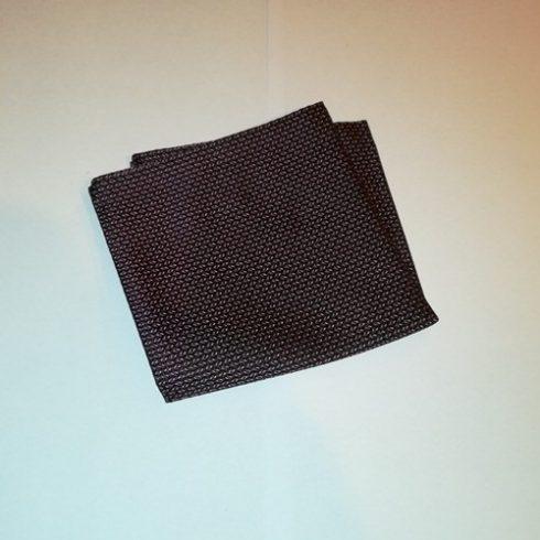 Fekete alapon sötétlila és rózsaszín mintás selyem díszzsebkendő