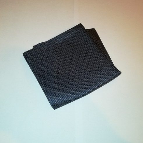 Sötétszürke alapon kék mintás selyem díszzsebkendő