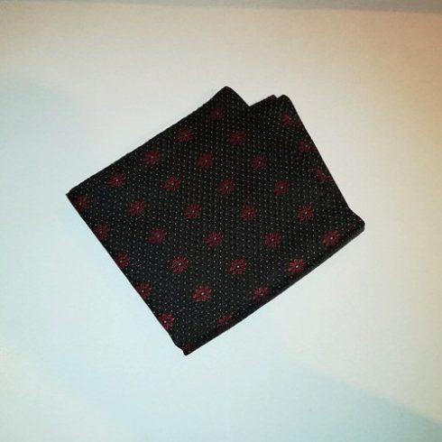 Fekete alapon piros virágmintás és rózsaszín pöttyös selyem díszzsebkendő