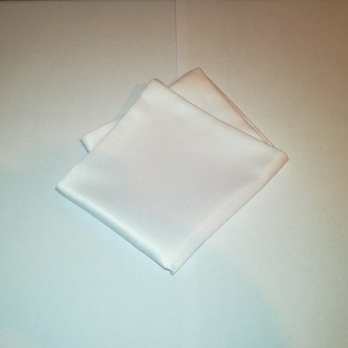 Fehér selyem díszzsebkendő