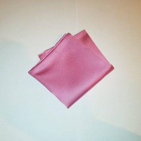 Rózsaszín, anyagában csíkos selyem díszzsebkendő