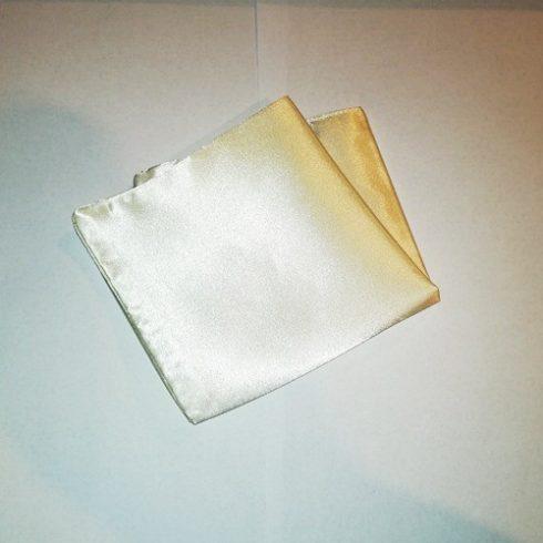 Ekrü selyem díszzsebkendő
