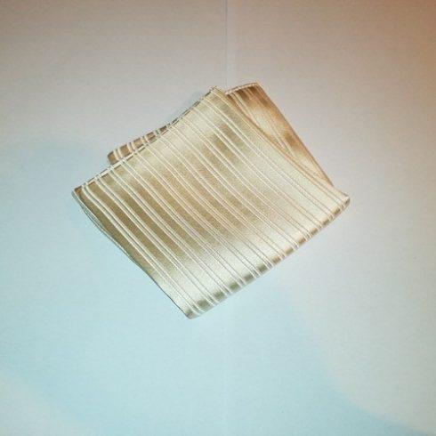 Ekrü, anyagában csíkos selyem díszzsebkendő