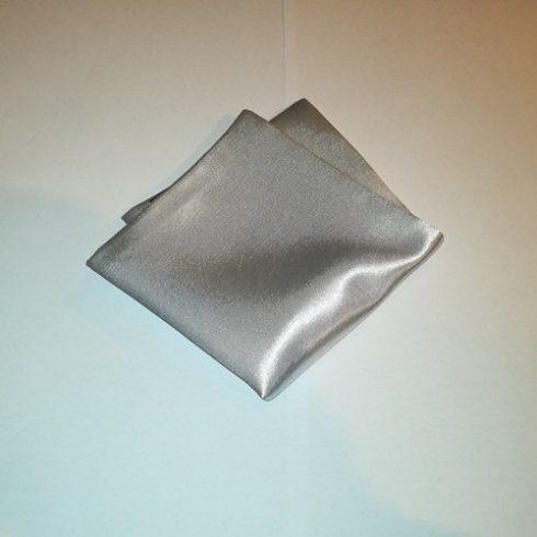 Ezüstszürke selyem díszzsebkendő