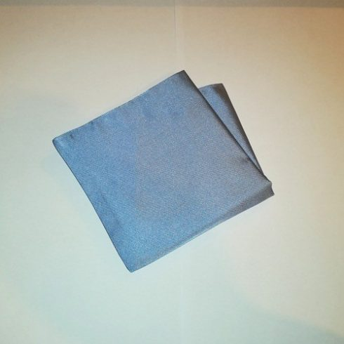 Acélkék, anyagában csíkos selyem díszzsebkendő
