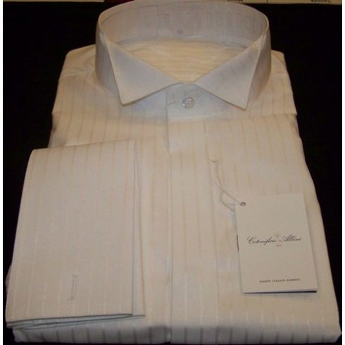 Fehér, anyagában fényes csíkos szmoking ing