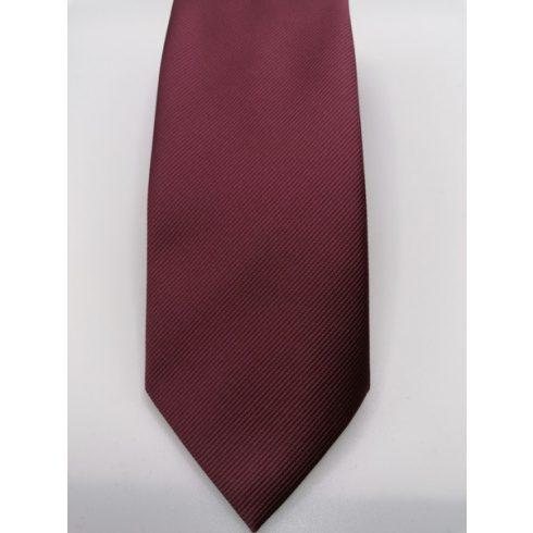 Sötétbordó, anyagában csíkos selyem nyakkendő